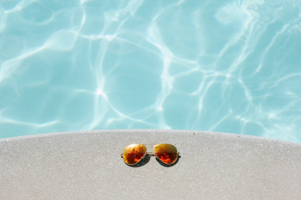 sunglasses-1850648_1920